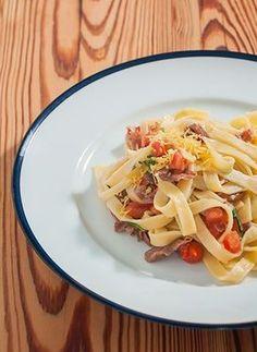 Receita: Tagliatelle com presunto Parma, pimenta vermelha e tomate