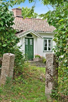 Granny pods small Old European Homestead + Summer + Vintage + Green + barrel red tiles + Country Cottage. Swedish Cottage, Cute Cottage, Swedish House, Cottage Style, Small Cottages, Cabins And Cottages, Cottage Living, Cottage Homes, Country Living