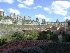 Orbaneja del Castillo, junto al límite de #Cantabria en pleno #CañónDelEbro, territorio de #buitres y paraíso del #birdwatching
