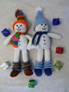 Knitted pair of snowmen