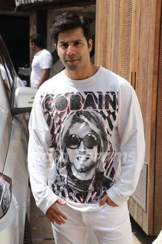 Varun Dhawan snapped around the town! Indian Celebrities, Bollywood Celebrities, Beautiful Celebrities, Varun Dhawan Wallpaper, Actors Images, Reality Tv Stars, Asian Boys, Casual Outfits, Graphic Sweatshirt