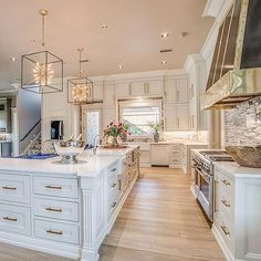 Now that's a dream kitchen design! Tap on this pin for a closer look at the incredible design and details that went into this kitchen with the gold hardware, lighting fixtures, kitchen island booth seating, hardwood floors, and more. Dream Home Design, Home Interior Design, Luxury Kitchen Design, Luxury Homes Interior, Interior Decorating, Luxury Kitchens, Home Kitchens, Dream Kitchens, Küchen Design