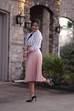 22 Beautiful Outfits With Pink Pleated Skirts Pink Skirt Outfits, Pleated Skirt Outfit, Pretty Outfits, Beautiful Outfits, Pleated Skirts, Modest Dresses, Modest Outfits, Modest Fashion, Fashion Outfits