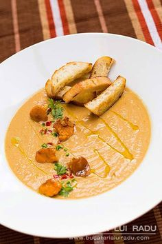 Cream of wild mushroom soup. Girolles or chanterelles. Wild Mushroom Soup, Wild Mushrooms, Creamed Mushrooms, Stuffed Mushrooms, Thai Red Curry, Bacon, Easy Meals, Healthy, Ethnic Recipes
