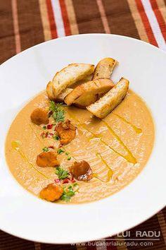 Supa crema de ciuperci cu galbiori sau urechiuse.