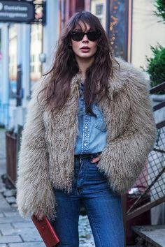 Oversized coat is the best way to look chic in winter
