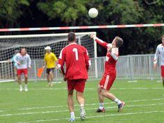 La ciudad vivió la emoción por el partido de fistball entre Austria y Suiza