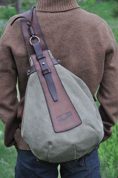 One shoulder backpack Waxed leather Canvas with a density of 20 ounces Brass accessories The length of the belt is adjustable It is possible to change the position of the belt under the left or right shoulder Inside there is a convenient pocket - b Vintage Canvas, Vintage Bags, Backpack Bags, Sling Backpack, Messenger Bags, Diaper Backpack, Duffle Bags, Unisex, One Shoulder Backpack