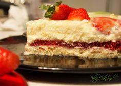 Chantilly Strawberry Cake  -  Torta Chantilly alle fragole e limoncello http://valycakeand.blogspot.it/2013/05/torta-chantilly-alle-fragole-e.html