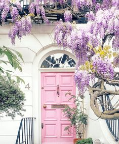 Many homeowners of modern homes are often looking for unique door paint colors ideas. Doors, especially the front doors, need to be well-painted. Best Front Door Colors, Best Front Doors, Beautiful Front Doors, Front Door Paint Colors, Painted Front Doors, Exterior Remodel, Interior Exterior, Exterior Paint, Exterior Design