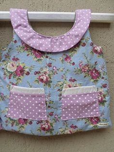 Vestido Porta Fralda!!! Costume Patterns, Baby Quilts, Flower Patterns, Baby Dress, Purses And Bags, Pillow Covers, Applique, Embroidery, Stitch