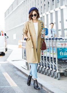 김남주 공항패션-트렌치코트,브루노말리 레트로L백 가방 : 네이버 블로그