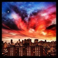 Vous avez vu ce soir le petit croissant de lune? #ciel #montreal #sky #skyporn #instagram