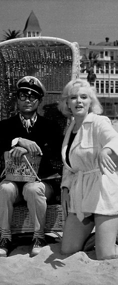 Marilyn Monroe and Tony Curtis on the set of Some Like It Hot, 1958.