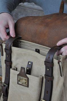 МЕЖДУЛЕСЬЕ. Семейная мастерская. Vintage Leather Backpack, Leather Briefcase, Leather Pattern, Denim Bag, Leather Projects, Casual Bags, Leather Design, Leather Men, Leather Bags