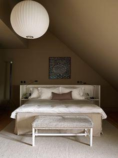 De Modern Topaz kleuren zijn warm grijs en creëren een intieme sfeer. Ett Hem Hotel By Studioilse In Stockholm, Sweden | Yatzer