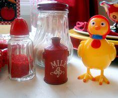 thechildspaper.blogspot.com  chicken, vintage salt shaker