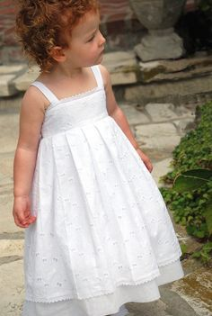 Like pillowcase dress pattern with yolk and tie back. no tutorial. Little Dresses, Little Girl Dresses, Cute Dresses, Girls Dresses, Flower Girl Dresses, Flower Girls, Little Girl Fashion, Kids Fashion, Pillowcase Dress Pattern