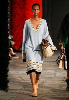 b89a2e4918f14 As 964 melhores imagens em Outfits de 2019   Moda femenina, Outfit ...