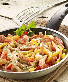 Schnelles buntes Pfannengericht mit Fleischkäse und Paprika.