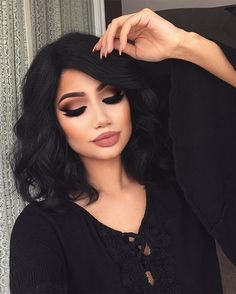 Black dress, black curls and an amazing make-up - LadyStyle
