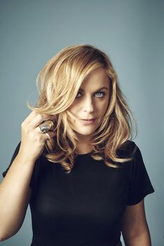 Amy Poehler, love this shade of blonde and strawberry blonde. Amy Poehler, Dc Comics, Shades Of Blonde, Tina Fey, Blonde Women, Celebs, Celebrities, Celebrity Weddings, New Hair