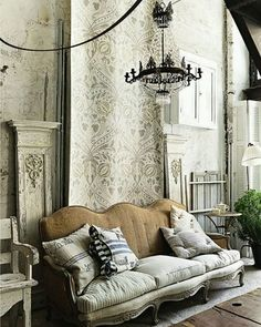 Perfect French Shabby Chic Interior Design – Shabby Chic Home Interiors Shabby Chic Bedrooms, Shabby Chic Homes, Shabby Chic Furniture, Decoration Shabby, Shabby Chic Decor, French Decor, French Country Decorating, Home Theaters, Casas Shabby Chic