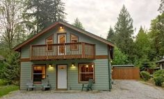 Welcome House 11101 Glacier Welcome House 11101 is set in Glacier, 19 km from Mt Baker Ski Area. Every room comes with a TV and DVD player. All rooms are equipped with a private bathroom equipped with a hot tub.
