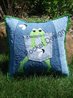 Upcycle your old pair of 100% cotton jeans into fun, whimsical pillows! This pattern is an original design and is a hard copy mailed right to you! This original pattern includes directions on how to: - Filet your old jeans to get the most out of the old, soft, velvety denim! - How