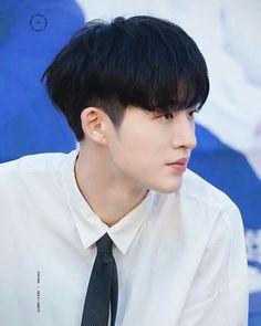 too handsome, mr. Yg Ikon, Kim Hanbin Ikon, Ikon Kpop, Two Block Haircut, Ikon Leader, Korean Men Hairstyle, Ulzzang Hairstyle, Bobby, Asian Haircut