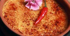 Découvrez cette recette de Crème brûlée au piment d'Espelette pour 6 personnes, vous adorerez! Hummus, Creme, Ethnic Recipes, Desserts, Food, Dish, Kitchens, Tailgate Desserts, Deserts