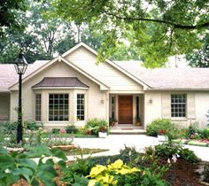 best exterior paint colors for exterior of ranch style homes . Best Exterior Paint, Exterior Paint Colors For House, Paint Colors For Home, Exterior Colors, Paint Colours, Color Paints, Grey Exterior, Ranch Exterior, Exterior Remodel
