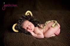 This baby crochet lion hat is perfect for newborn photoshoots and Halloween costumes