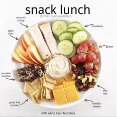 Snack lunch and snack dinner: THE 5 minute meal solutionYou can find Lunch snacks and more on our website.Snack lunch and snack dinner: THE 5 minute meal solution Lunch Snacks, Clean Eating Snacks, Snacks For Work, Lunch Ideas Work, Office Snacks, Veggie Snacks, 5 Minute Meals, Snack Recipes, Healthy Snacks