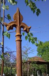 Rosenstab Wappenlilie, handgeschmiedet in Europa Symbols, Fleur De Lis, Shade Perennials, Lilies, Hang In There, Schmuck, Glyphs, Icons
