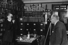 Erich Salomon and E.O. Hoppe photographing each other