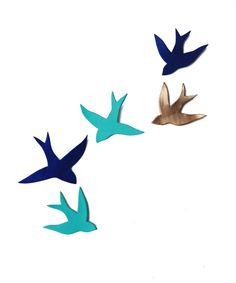 He encontrado este interesante anuncio de Etsy en https://www.etsy.com/es/listing/184959364/porcelain-wall-art-swallows-we-fly