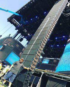 Stage Equipment, Guitar Rack, Dj Lighting, Stage Set, Stage Design, Musical Instruments, Skyscraper, Live, Box