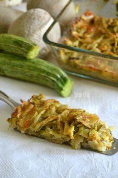 La teglia di patate e zucchine a fiammifero è un contorno prelibato, veramente molto goloso e che si prepara con pochissimi ingredienti. Vi sorprenderà.