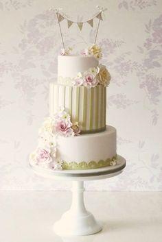 Rachelles Beautiful Bespoke Cakes L745