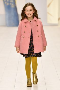 Styles, materials, palettes of colors, lets have a look at autumn/winter fashion. the season sees a natural evolution of the palette of colors that Little Kid Fashion, Kids Winter Fashion, Baby Girl Fashion, Kids Fashion, Fashion Edgy, Fashion Top, Fashion Hats, Fashion Ideas, Preppy Winter Outfits