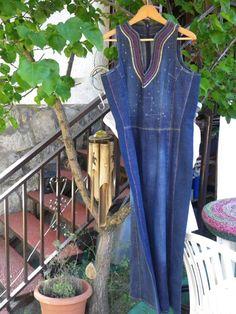 Vestido largo en denim con bordados en delantero (constelación de Libra)