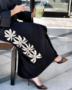 Islamic Fashion, Muslim Fashion, Modest Fashion, Fashion Outfits, Dubai Fashionista, Modern Abaya, Hijab Style Tutorial, Elie Saab Couture, Abaya Designs