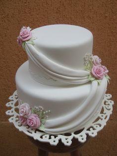 Bolo de Casamento Dois Andares Amazing Wedding Cakes, White Wedding Cakes, Elegant Wedding Cakes, Elegant Cakes, Amazing Cakes, Royal Icing Cakes, Fondant Cakes, Cupcake Cakes, Pretty Cakes