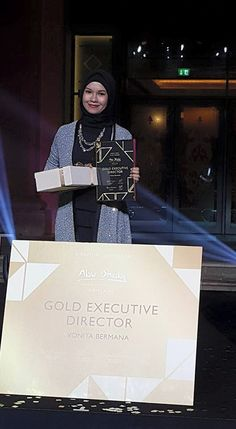 Recognisi as Gold Executive Director — di Emirates Palace.  photo and caption by Kak vonita  #OriflameDiamondConference2016