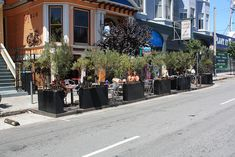 639 Divisidero Street Parklet (Hosted by Mojo Bicycle Shop) Photo By: SF Planning (AS) Rooftop Patio, Backyard Patio, New Urbanism, San Francisco, Pocket Park, Restaurant Patio, Urban Park, Urban Furniture, Private Garden