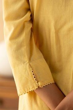 Kurti Sleeves Design, Kurta Neck Design, Sleeves Designs For Dresses, Sleeve Designs, Neck Designs For Suits, Kurta Designs Women, Blouse Designs, Kurti Embroidery Design, Embroidery Fashion