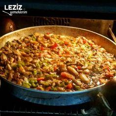 Tepside Çok Pratik Mantar – Fırın yemekleri – Las recetas más prácticas y fáciles Turkish Recipes, Ethnic Recipes, Food Blogs, Dessert Recipes, Desserts, Fried Rice, Fries, Cooking, Book