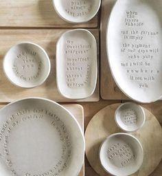 Newest No Cost Slab Ceramics inspiration Style Buchstaben in Ton stempeln Slab Pottery, Ceramic Pottery, Thrown Pottery, Ceramic Clay, Ceramic Plates, Ceramic Studio, Diy Clay, Clay Crafts, Slab Ceramics