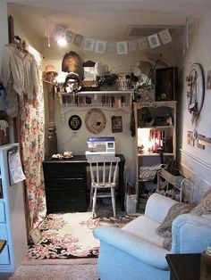 This is what the sewing room SHOULD look like...